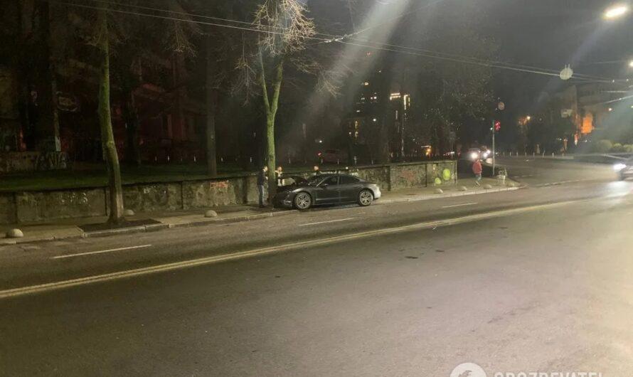 В Киеве разбили новейший электроспорткар Porsche за 4,6 миллиона