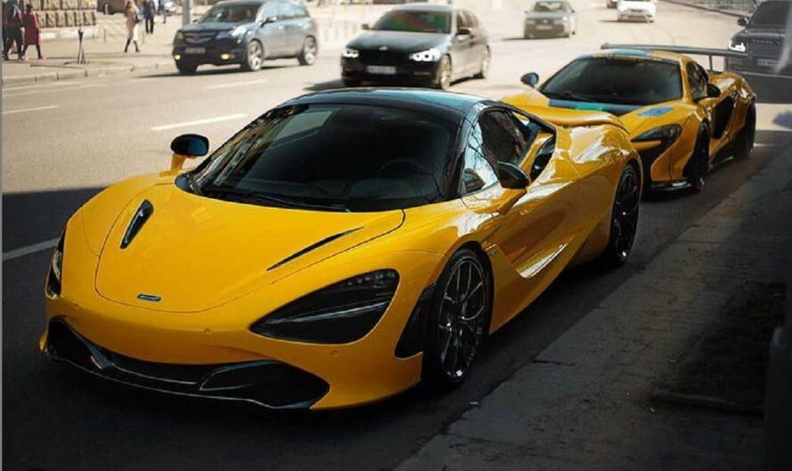 В Киеве на парковке засняли два ярких суперкара McLaren