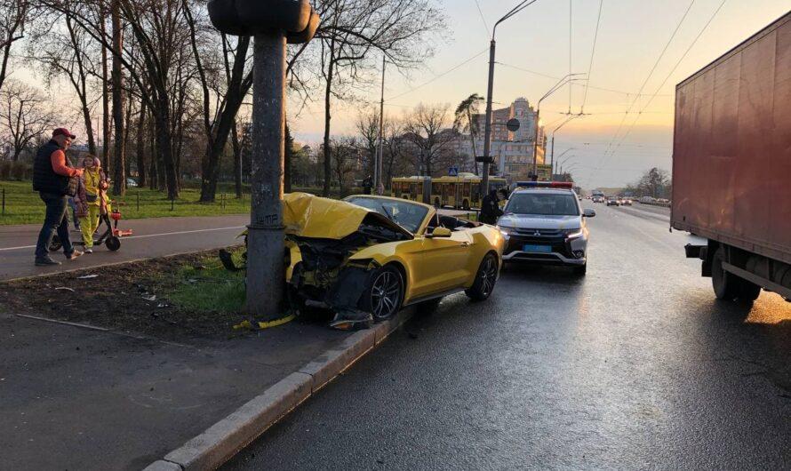 В Киеве разбили спорткар Ford Mustang всего через 2 часа после взятия в аренду