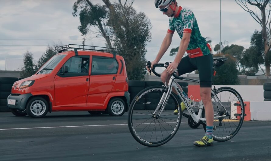 Самый дешевый авто в мире проиграл гонку с велосипедом (видео)