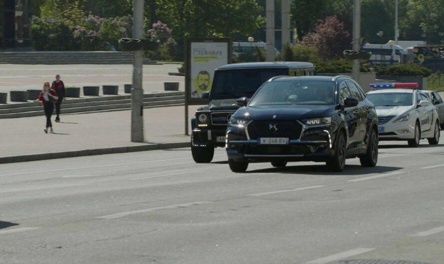 В Киеве заметили авто президента Франции с кортежем (видео)