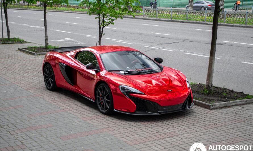 В Украине заметили яркий суперкар McLaren