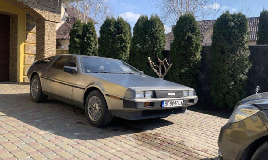 В Украину привезли спорткар DeLorean из фильма Назад в будущее