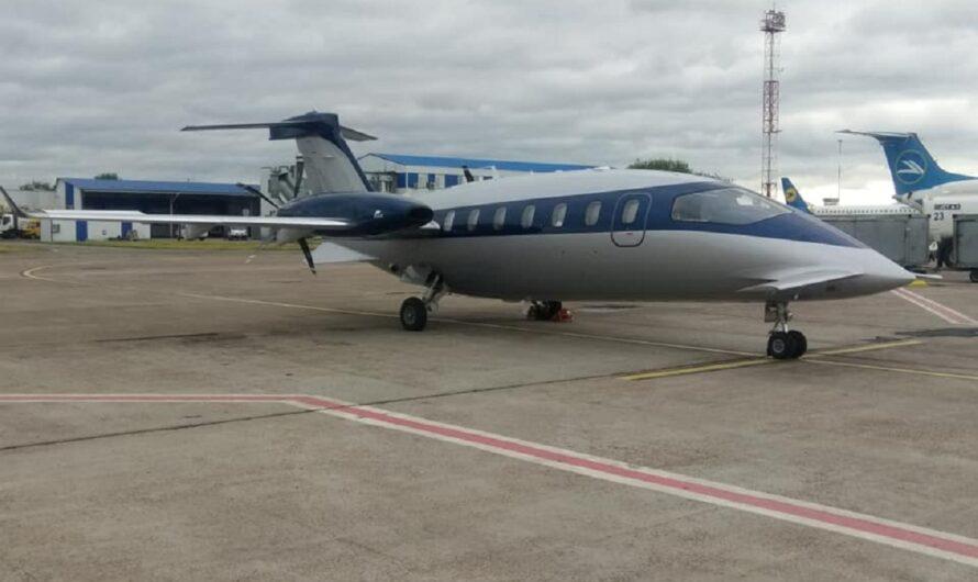 В Украину прилетел уникальный самолет от Феррари