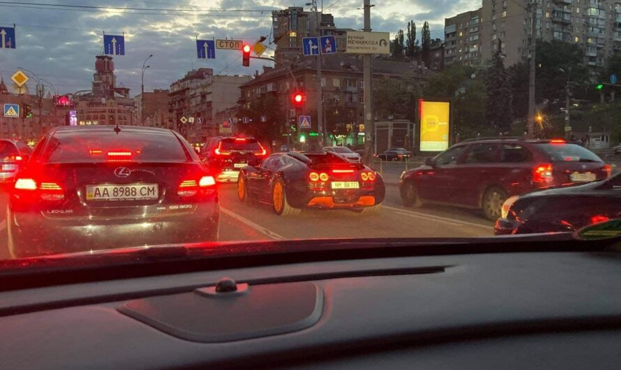 Появились фото эксклюзивного гиперкара Bugatti Veyron в Украине