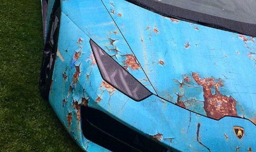 Владелец новой Lamborghini нарочно превратил ее в ржавую рухлядь