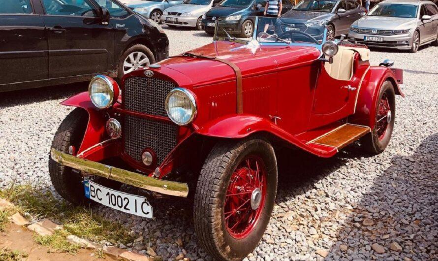 В Карпатах засняли яркий довоенный ретро-спорткар