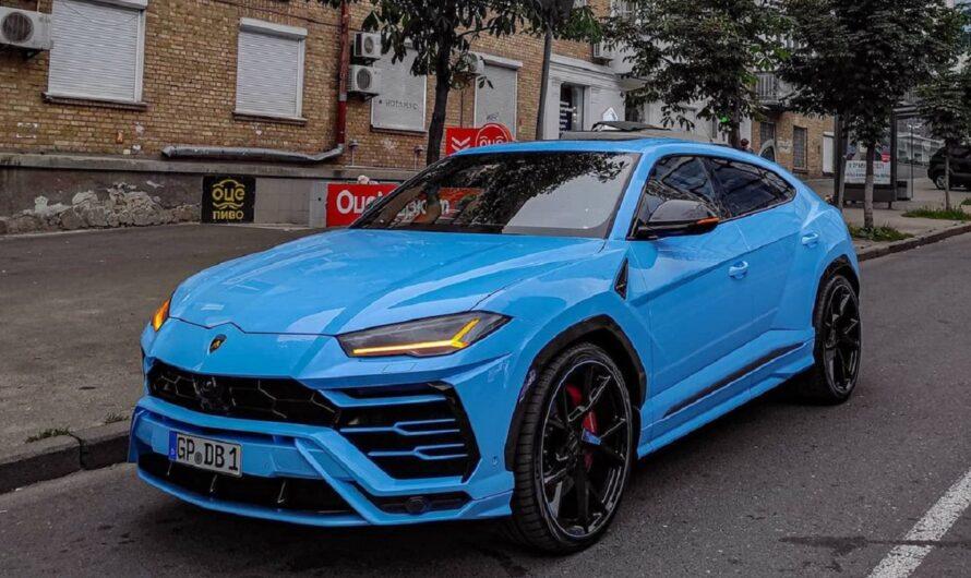 В Киеве заметили ярчайший кроссовер Lamborghini в королевском цвете