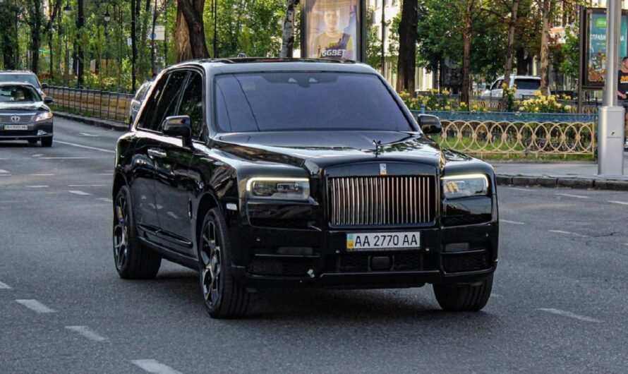 В Киеве заметили эксклюзивный заряженный внедорожник Rolls-Royce