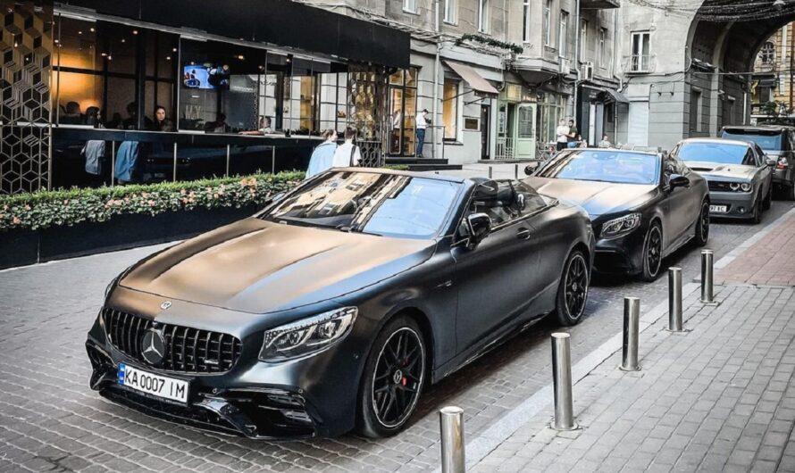 В Украине засняли крутой кортеж на кабриолетах Mercedes