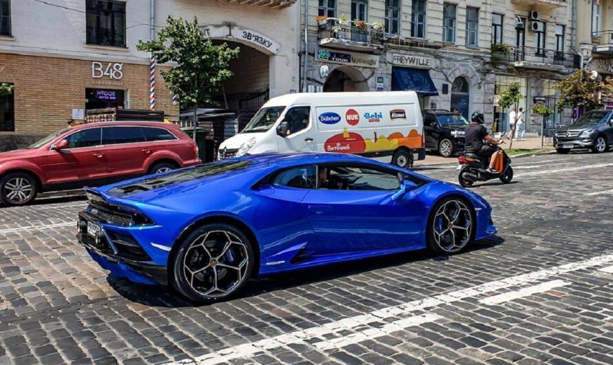 В Украине появился яркий суперкар Lamborghini