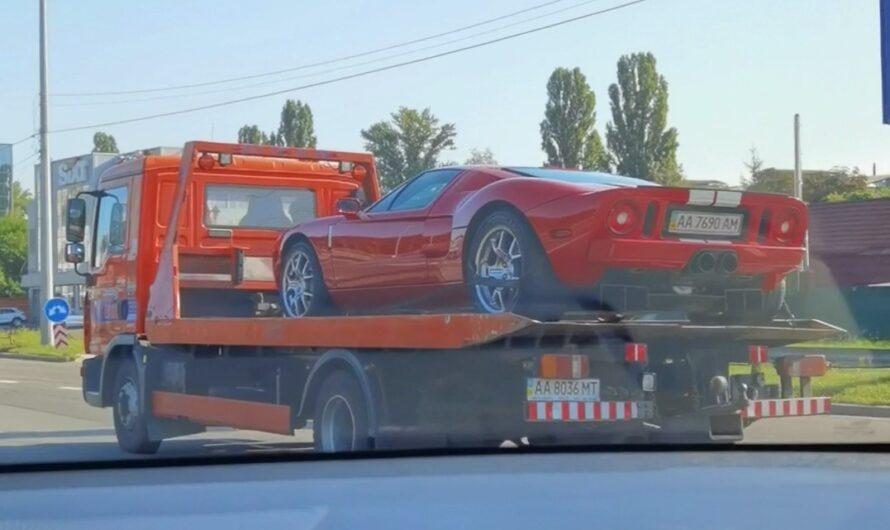 Единственный в Украине суперкар Ford GT заметили на эвакуаторе (видео)