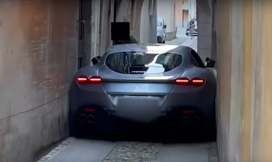 Новейший суперкар Ferrari повредили в очень странном ДТП (видео)