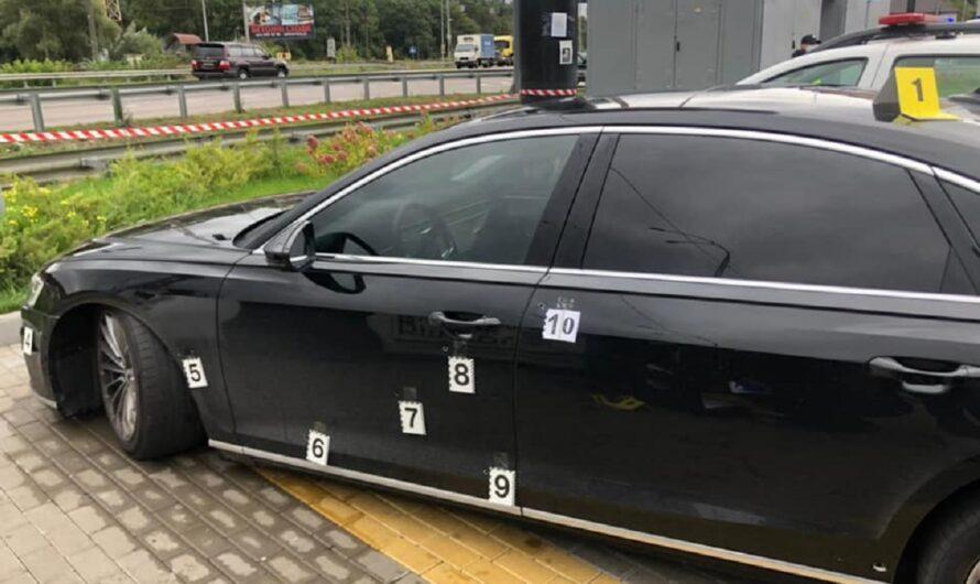 Опубликованы фото обстрелянного авто помощника Зеленского