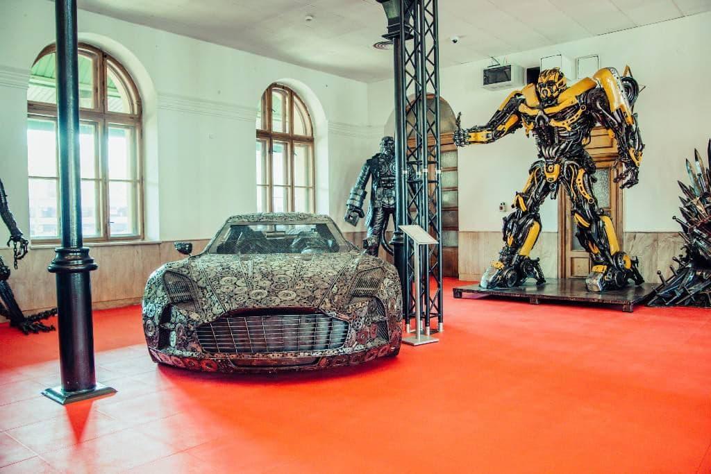 В Украину привезут сделанные из металлолома суперкары 1