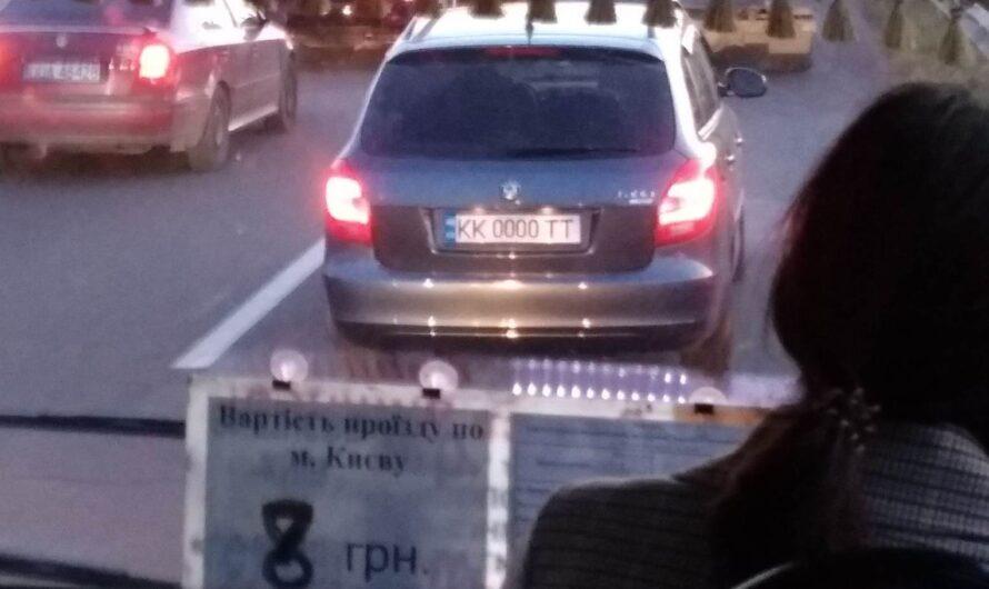 В Киеве заметили автомобиль с загадочными номерами 0000 (фото)