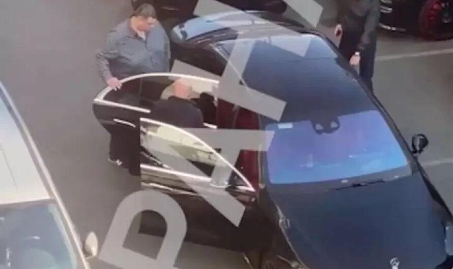 Депутат Юзик с трудом влез в новый Mercedes S-Class (видео)